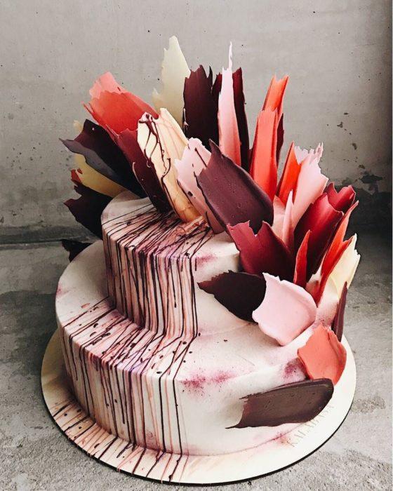 brushstroke cake rojo y cafe