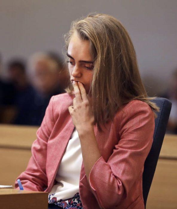 Chica siendo juzgada por el suicidio de su novio