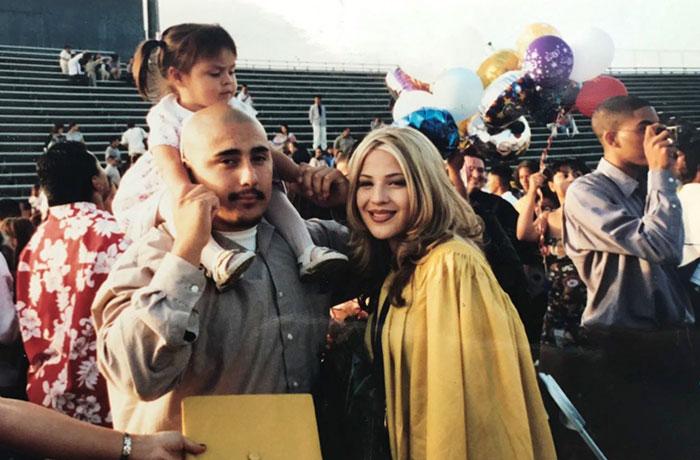familia el dia de graduación de sus padres