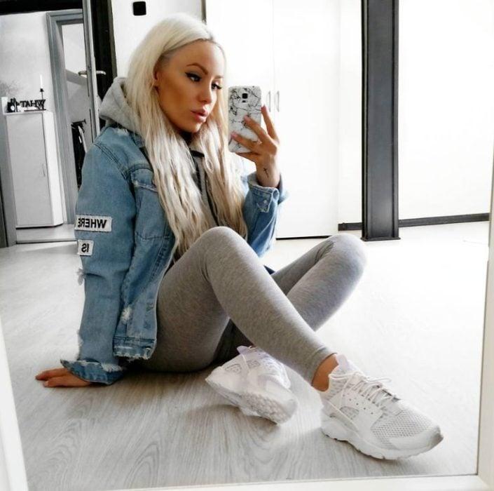Chica con leggings