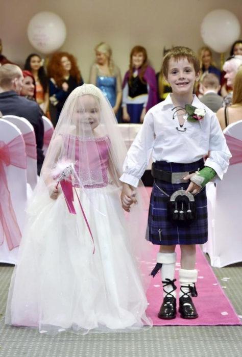 Niña con cáncer se casa con su mejor amigo