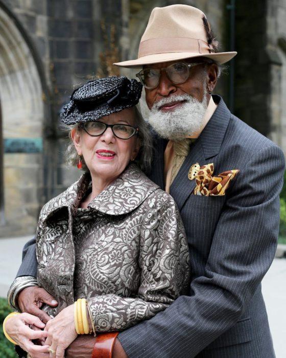 Pareja de ancianos con estilo