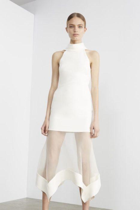 Vestido con falda transparente