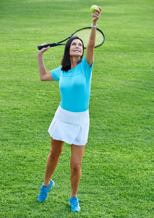 chica jugando tenis
