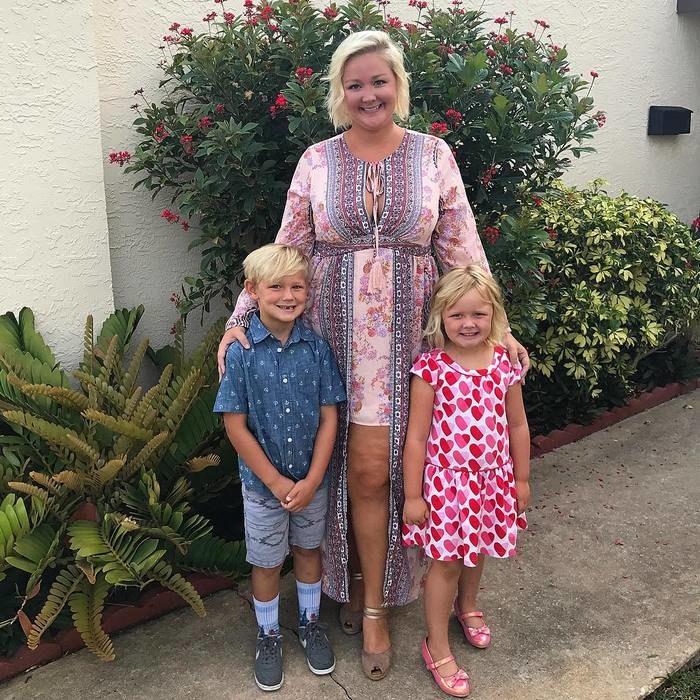Allison Kimmey junto a sus hijos