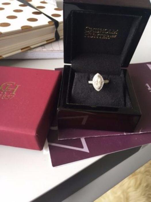 anillo en caja