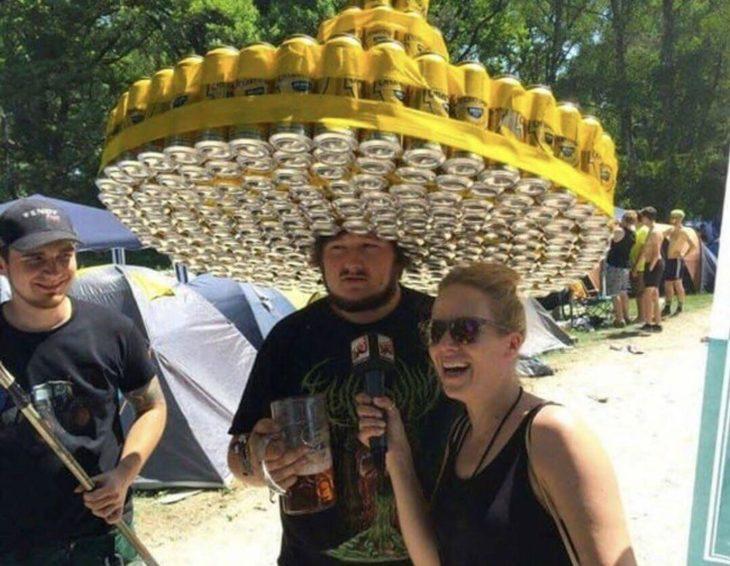 sombrero de latas de cerveza