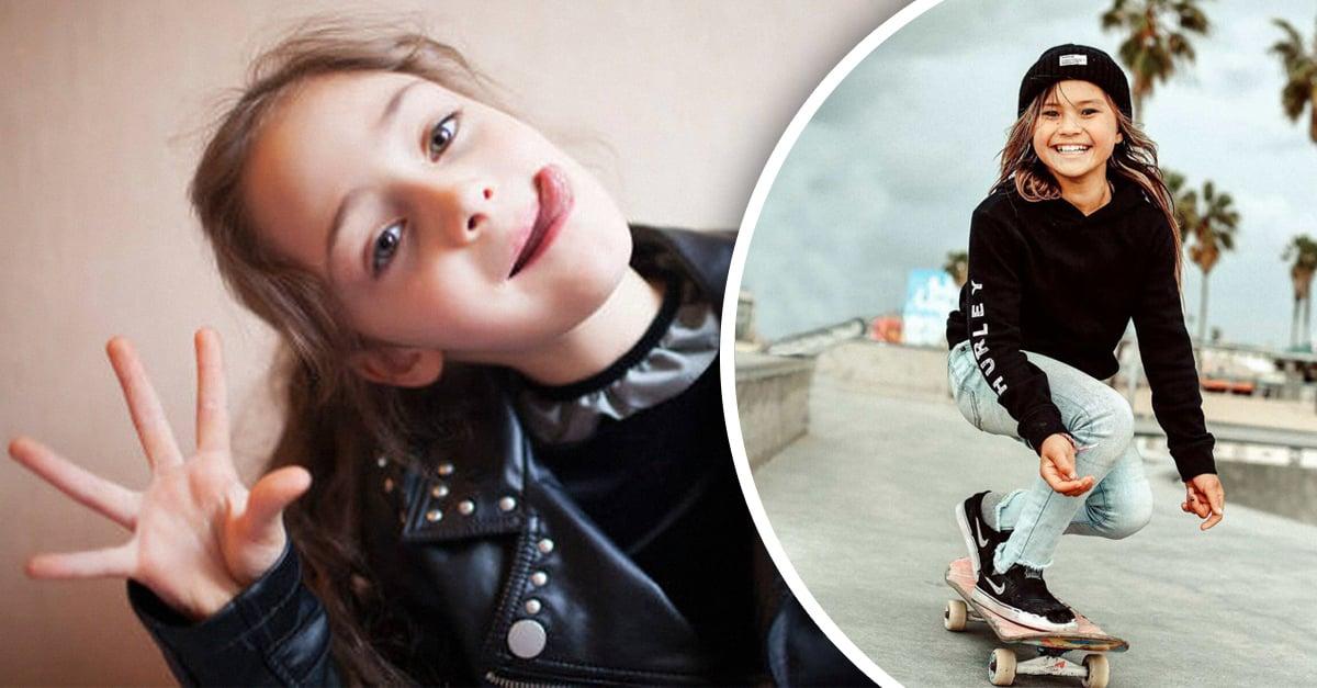 niña con chamarra biker haciendo gestos y niña en patineta