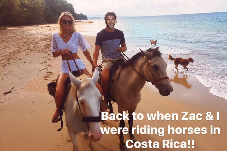 chica y chico montando caballo
