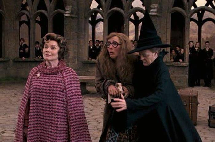 mujeres brujas en colegio
