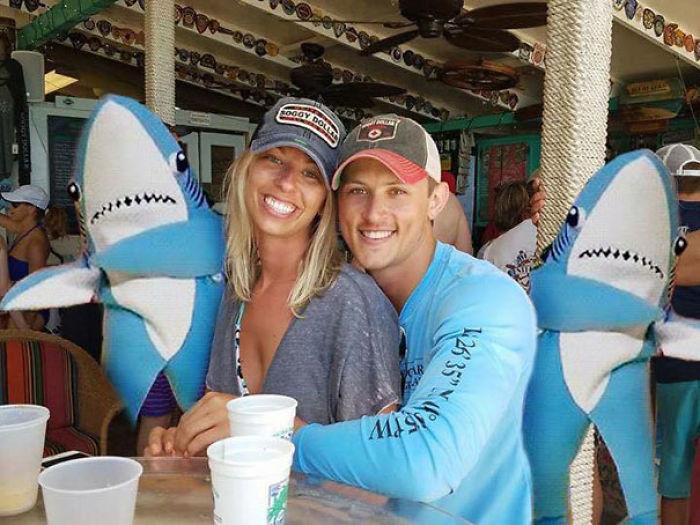 Fotomontaje tiburones bailando