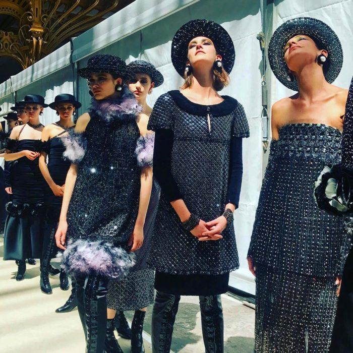 mujeres con sombreros