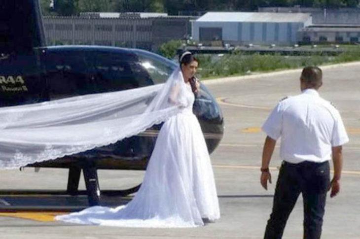 mujer con velo de novia