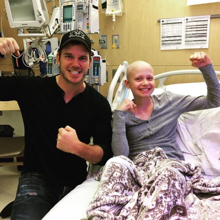 Chris Pratt visitando niños enfermos