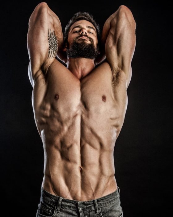 chico musculoso