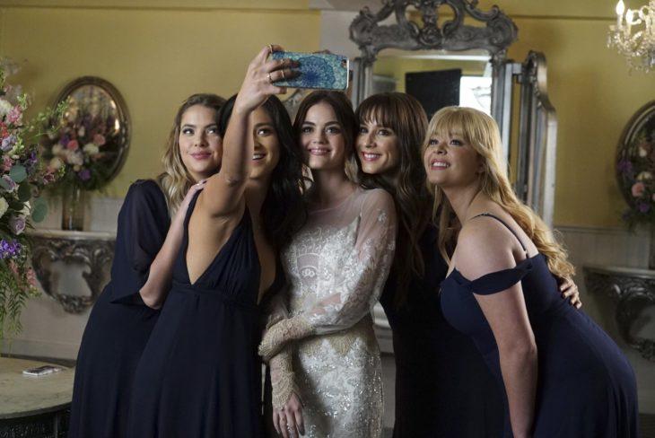 mujeres tomándose una foto