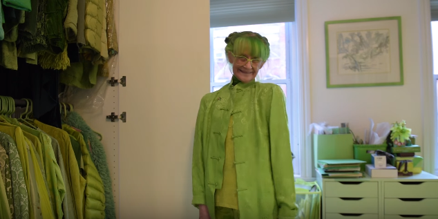 Mujer obsesionada con el verde