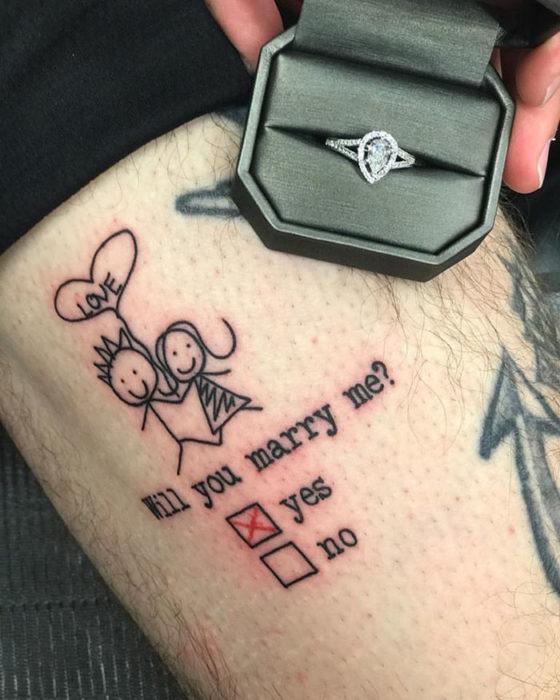tatuaje de una propuesta de matrimonio