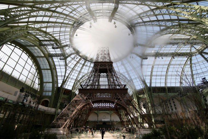 interior de palacio paris y torre effiel
