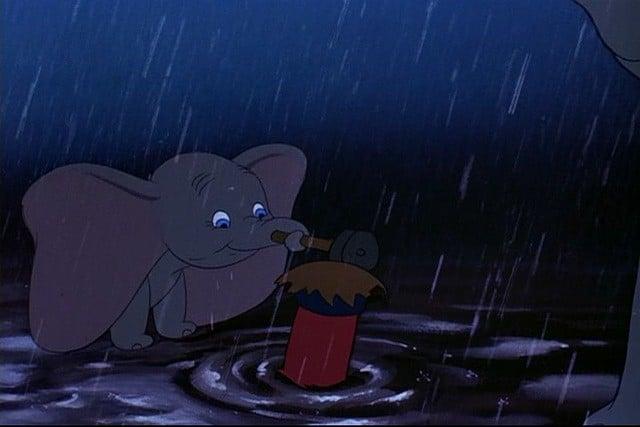 dumbo bajo lluvia