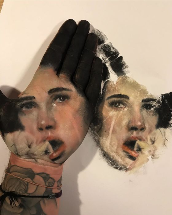 pinta en su mano 9