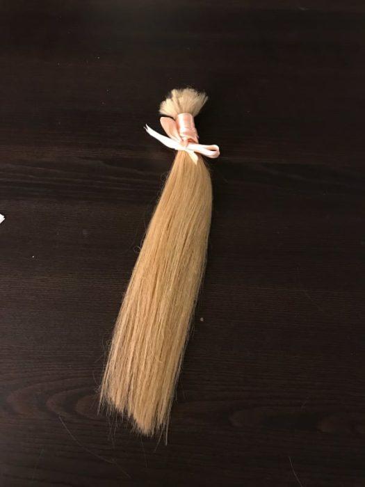 mechon de cabello rubio