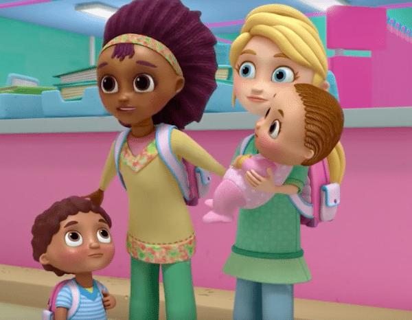 Pareja de mamás en doctora juguetes