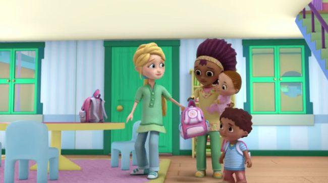 Familia de dos mamás en doctora juguetes