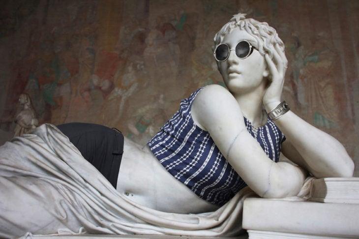 escultura clásica vestida