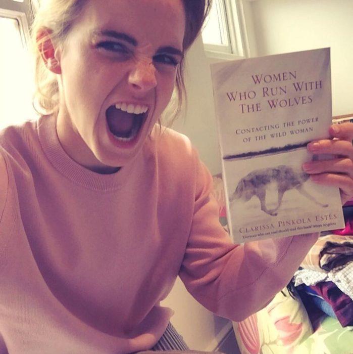 Emma Watson libro mujeres que corren con los lobos