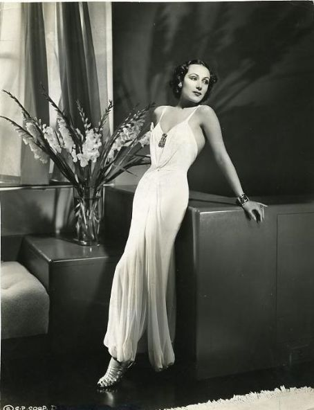 Dolores del Río vestido blanco