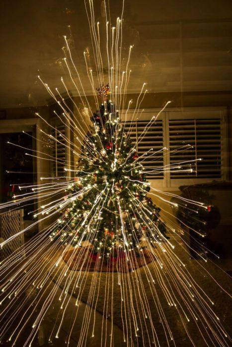 un arbol de navidad al que le hacen zoom