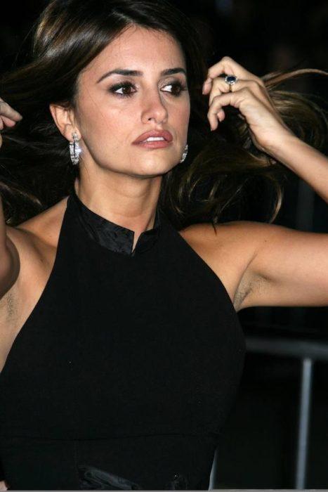 Penelope Cruz axilas velludas