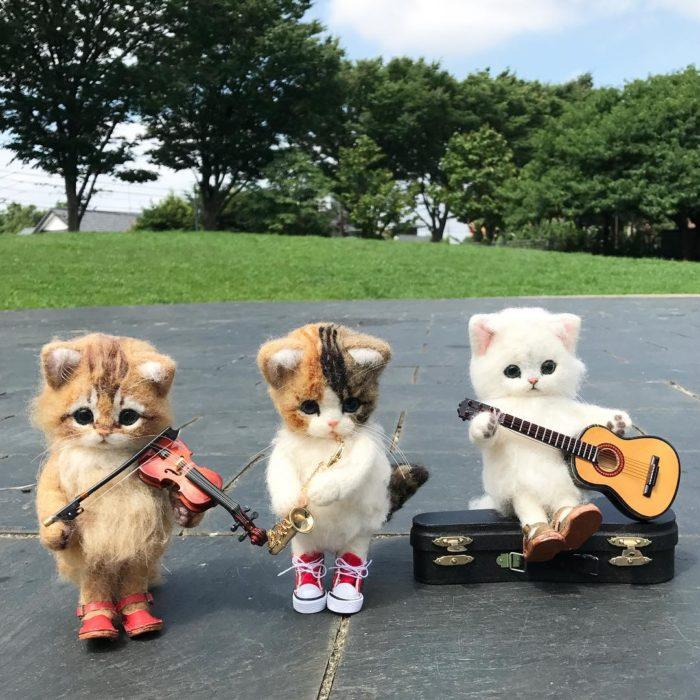 Trio musical de gatos de lana