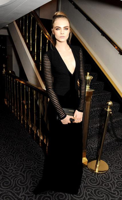 Cara Delevingne vestido negro gala de premios Glamour