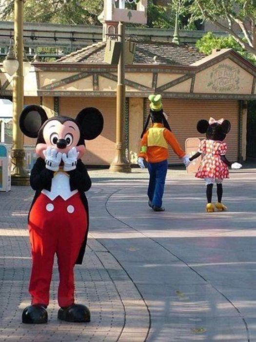 mickey mouse sorprendido