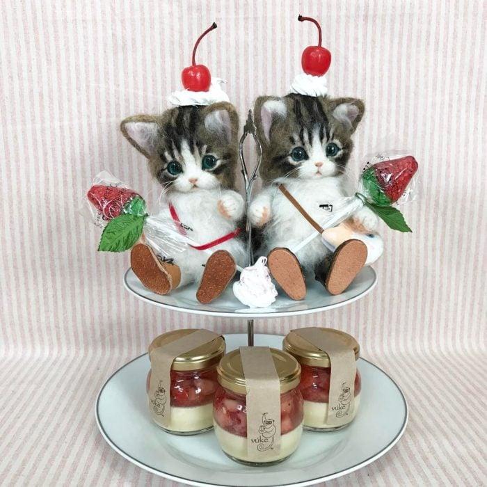 Gatos de lana con mermeladas