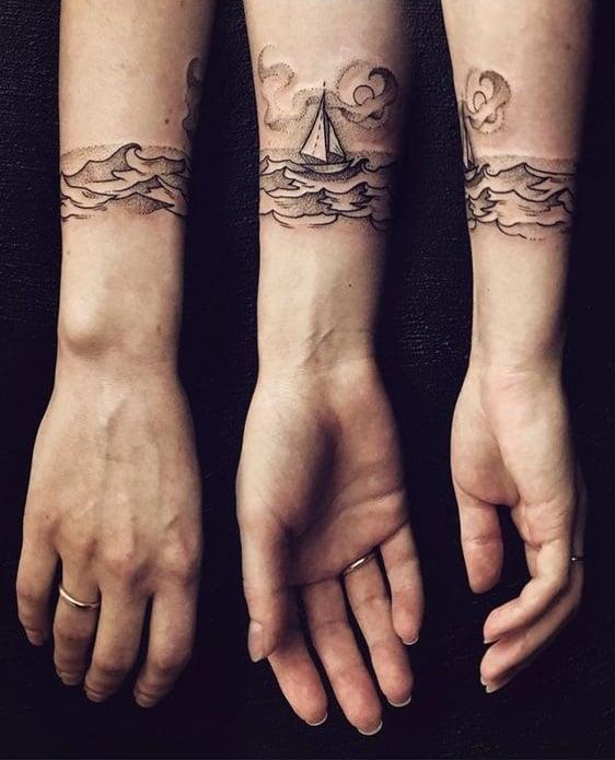 tatuaje de un barco navegando