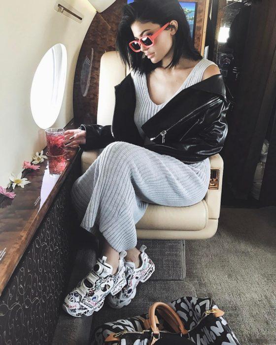 Kylie jenner vestido gris