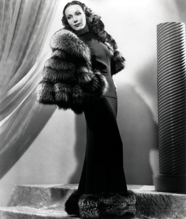 Dolores del Río vestido negro abrigo de piel