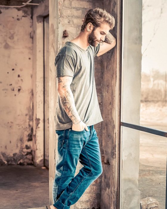 andre hamann camisa verde y jeans