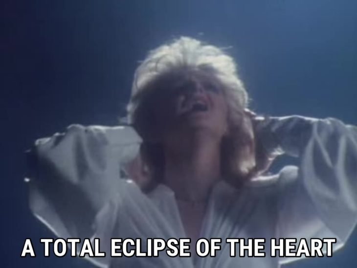 Bonny Tyler cantando total eclipse of the heart