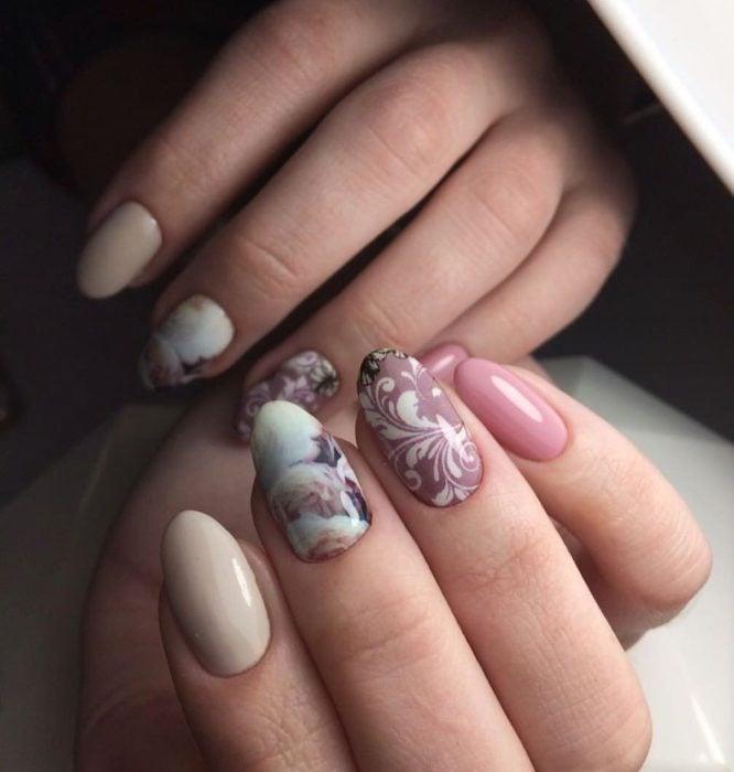 diseño de uñas color rosa