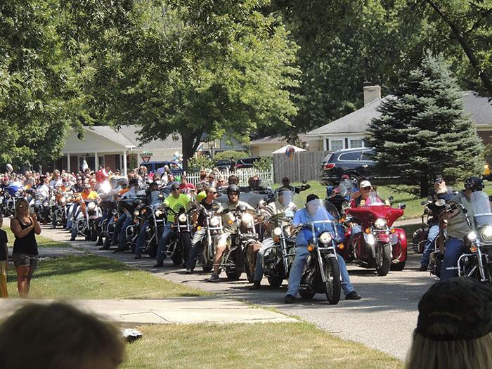 motociclistas en desfile