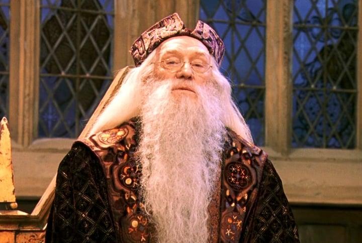 Señor con barba larga