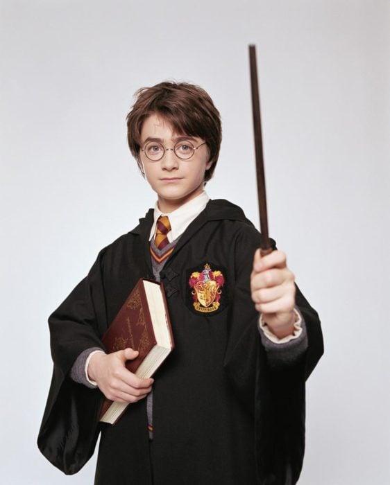 Harry Potter con su barita