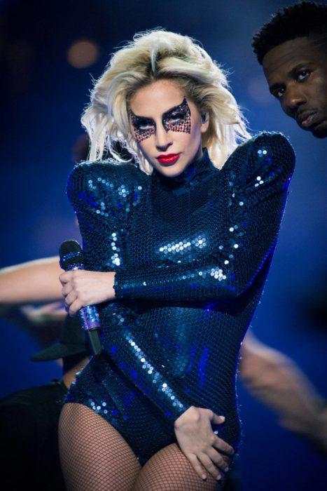 Lady gaga durante el concierto del super bowl 2017