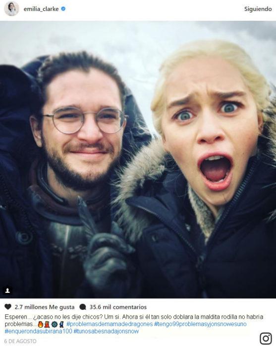 Emilia y Kit no dobla la rodilla