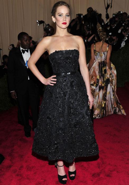 Jennifer Lawrence usando un vestido de Dior