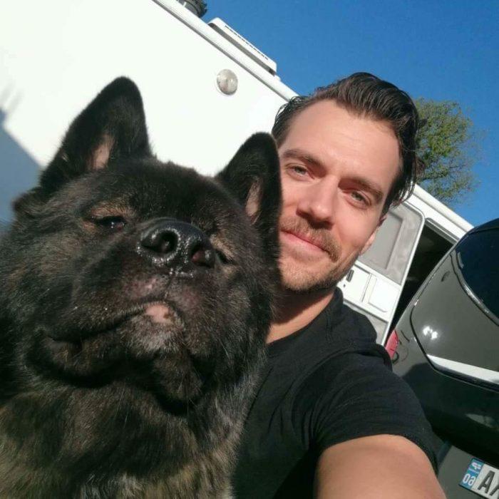 Henry Cavill y Kal-El selfie